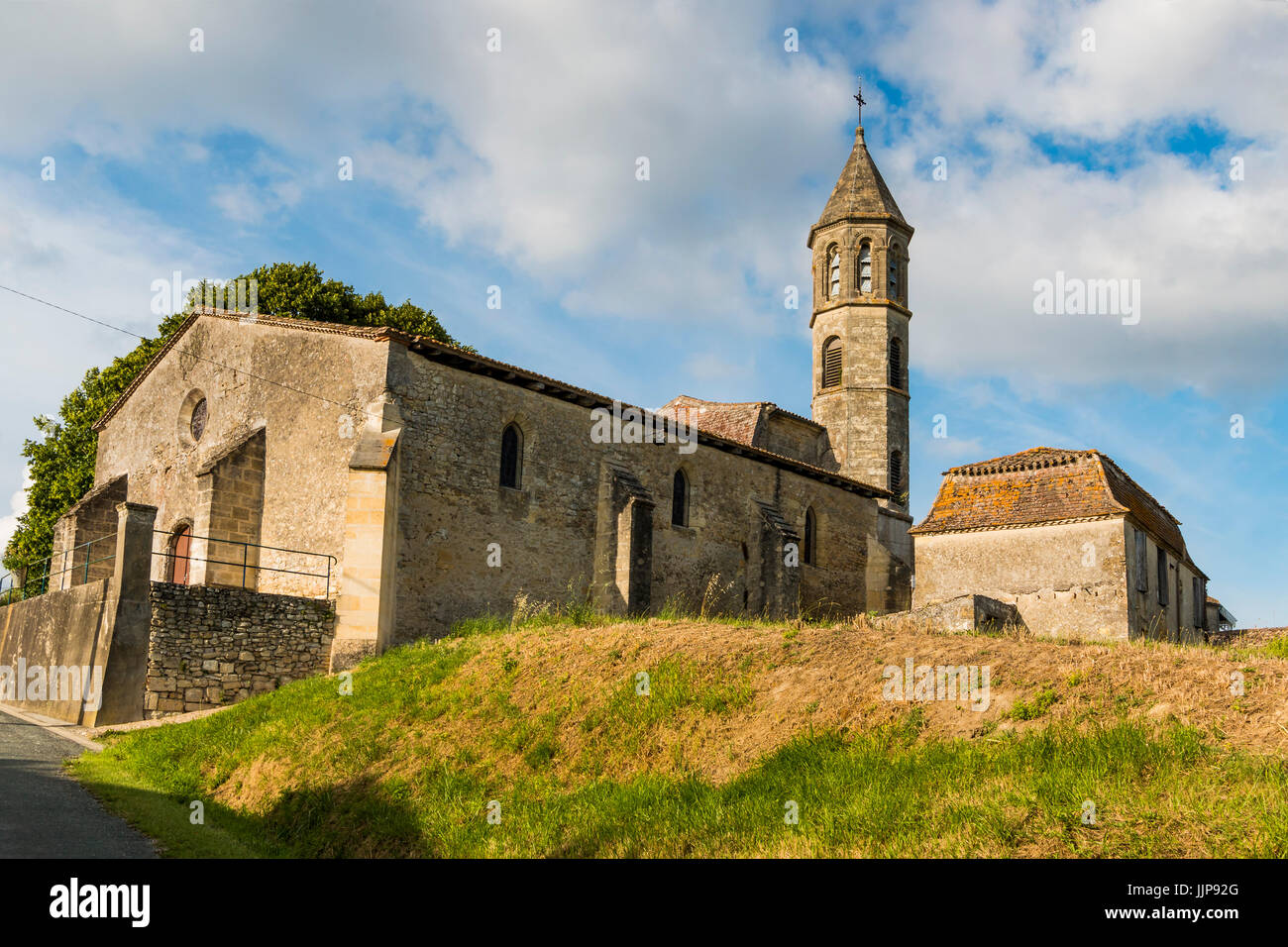 Small church in countryside between Monsegur and Duras; Monsegur; Gironde; Aquitaine; France - Stock Image