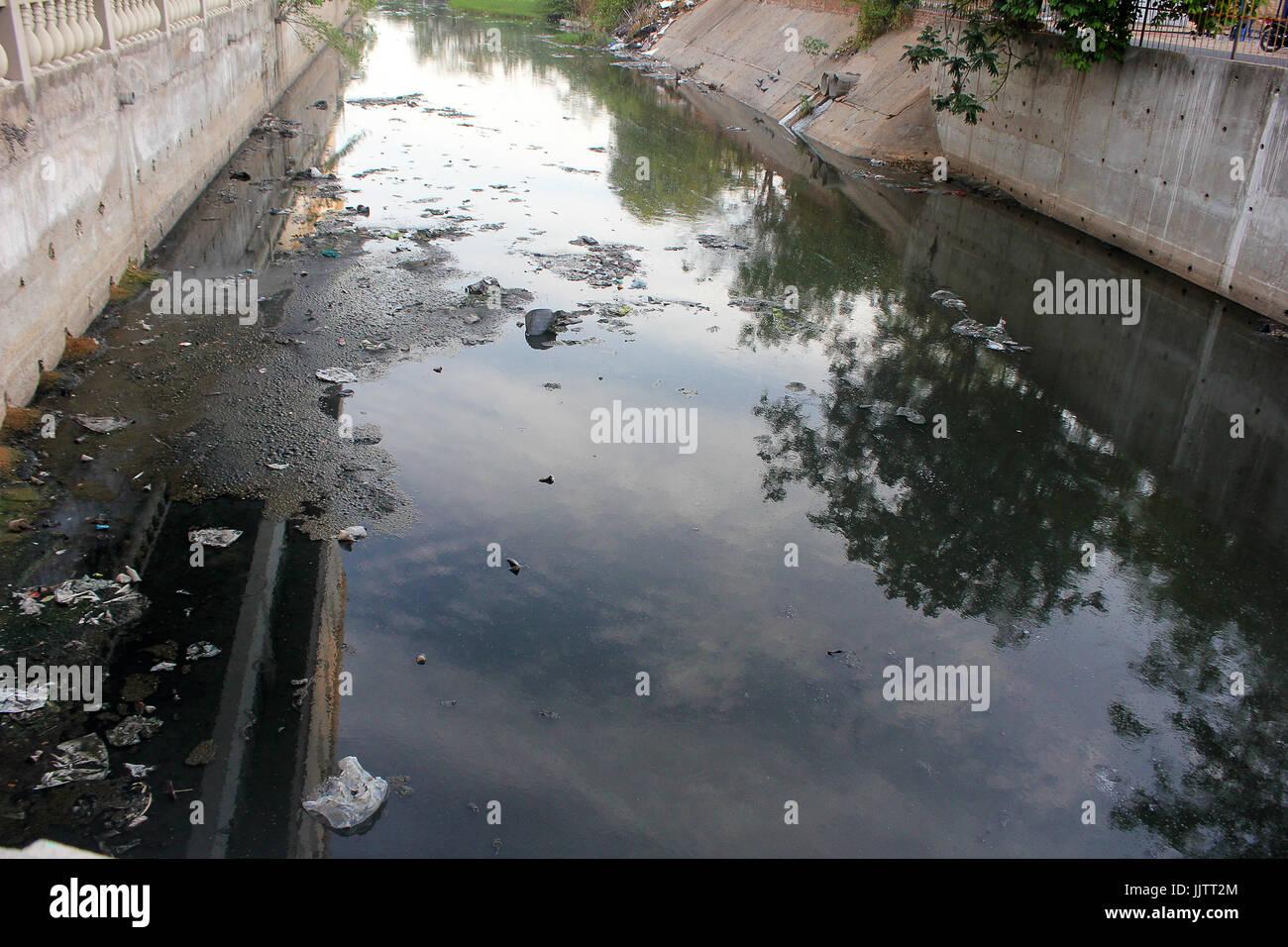India Sewage Stock Photos & India Sewage Stock Images - Alamy