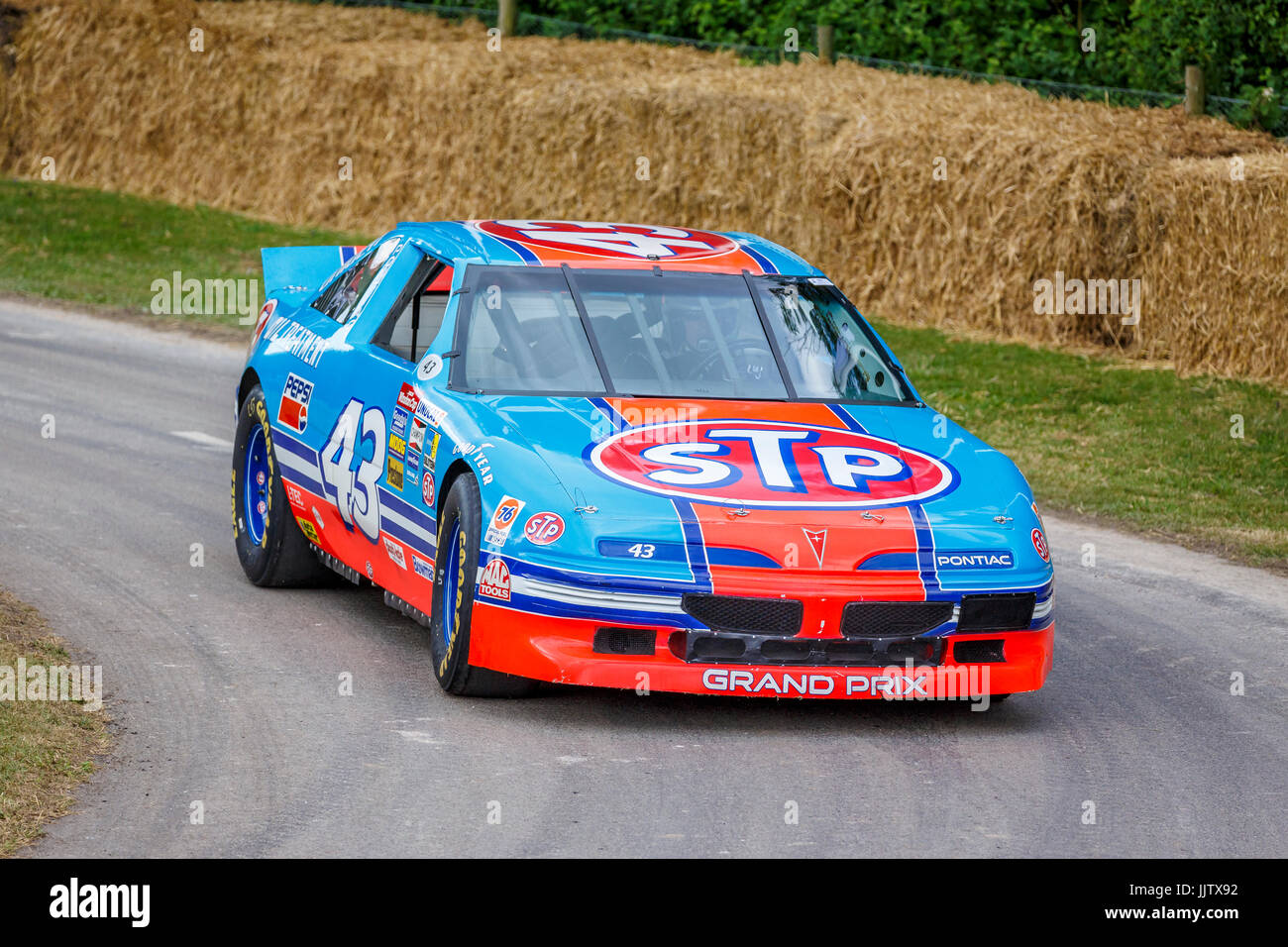 pontiac grand prix high resolution stock photography and images alamy https www alamy com stock photo 1992 pontiac grand prix nascar with driver bobby labonte at the 2017 149294238 html