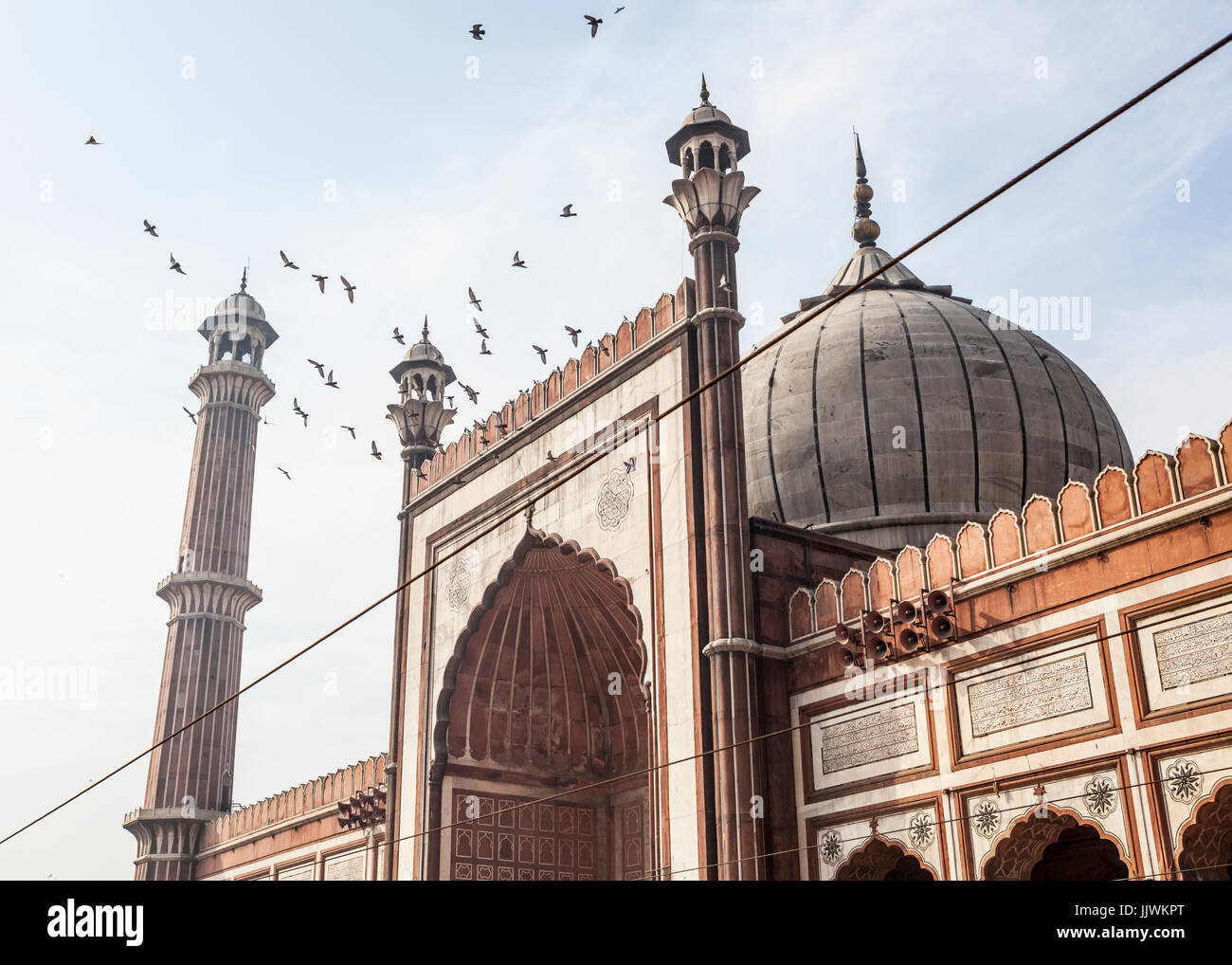 Birds flying about above Jama Masjid in Delhi, India - Stock Image