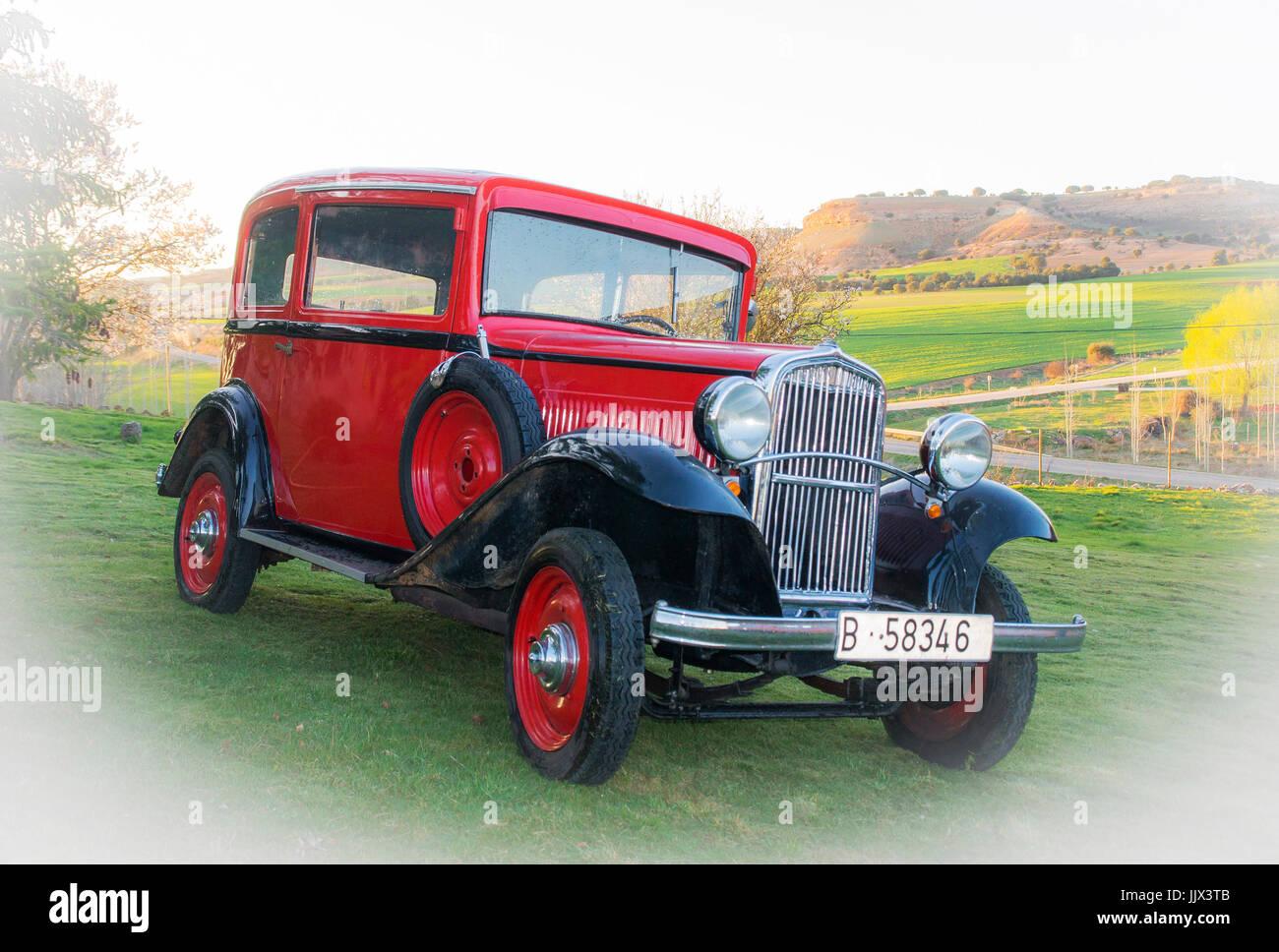 Fiat Balilla. Coche antiguo clásico rojo. - Stock Image
