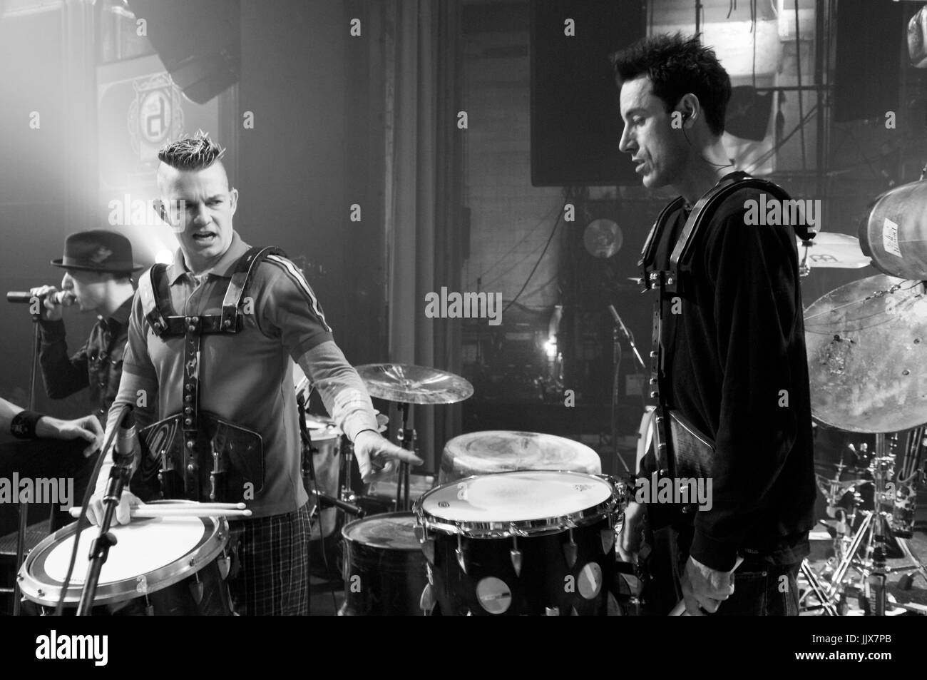 Adrian Young (l) No Doubt Byron McMackin (r) Pennywise Guitar Center Drum-Off Henry Fonda Theatre Los Angeles,Ca. - Stock Image
