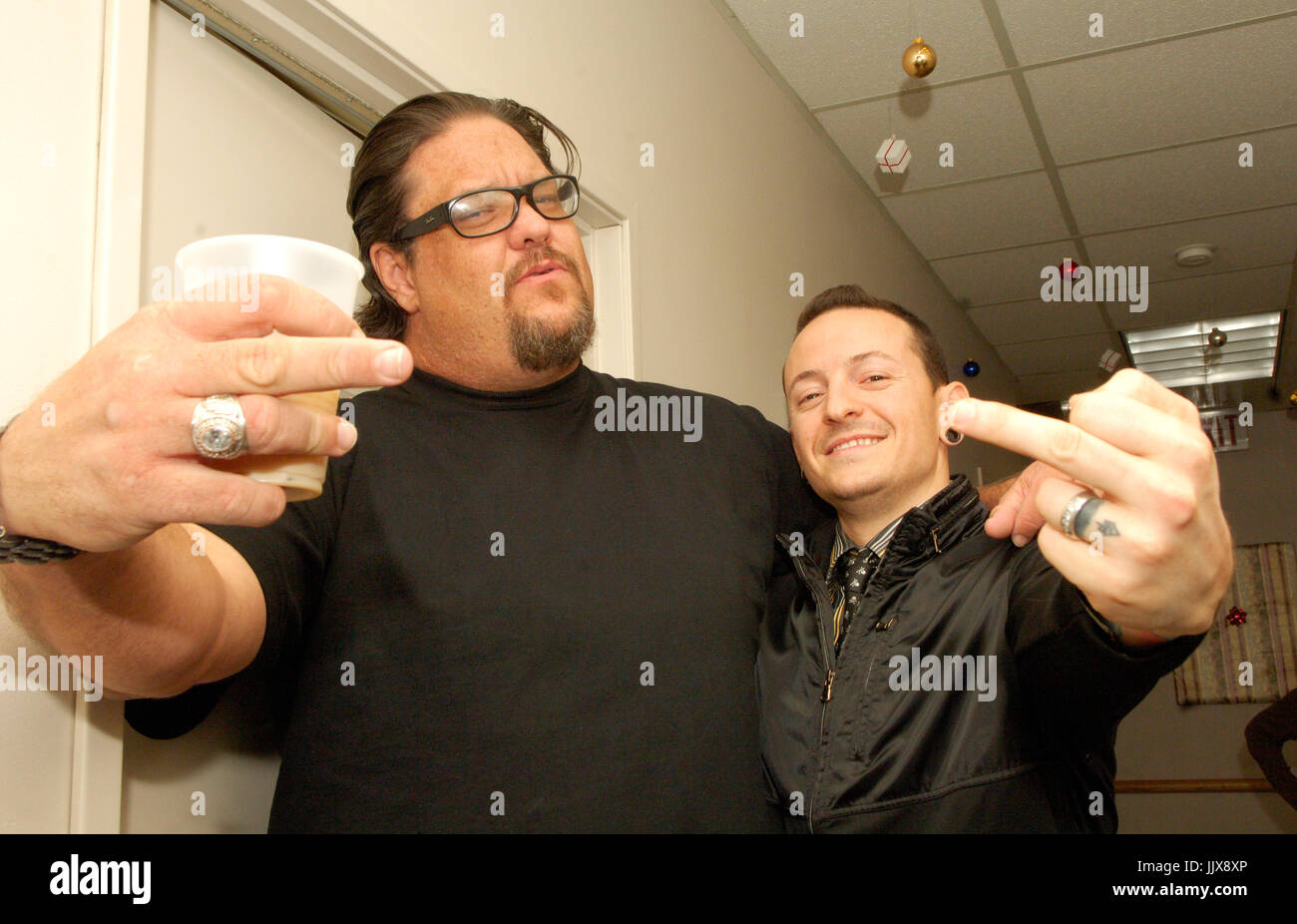 (L-R) Fletcher Dragge Pennywise,Chester Bennington Linkin Park exclusive backstage shot 2007 KROQ Almost Acoustic - Stock Image