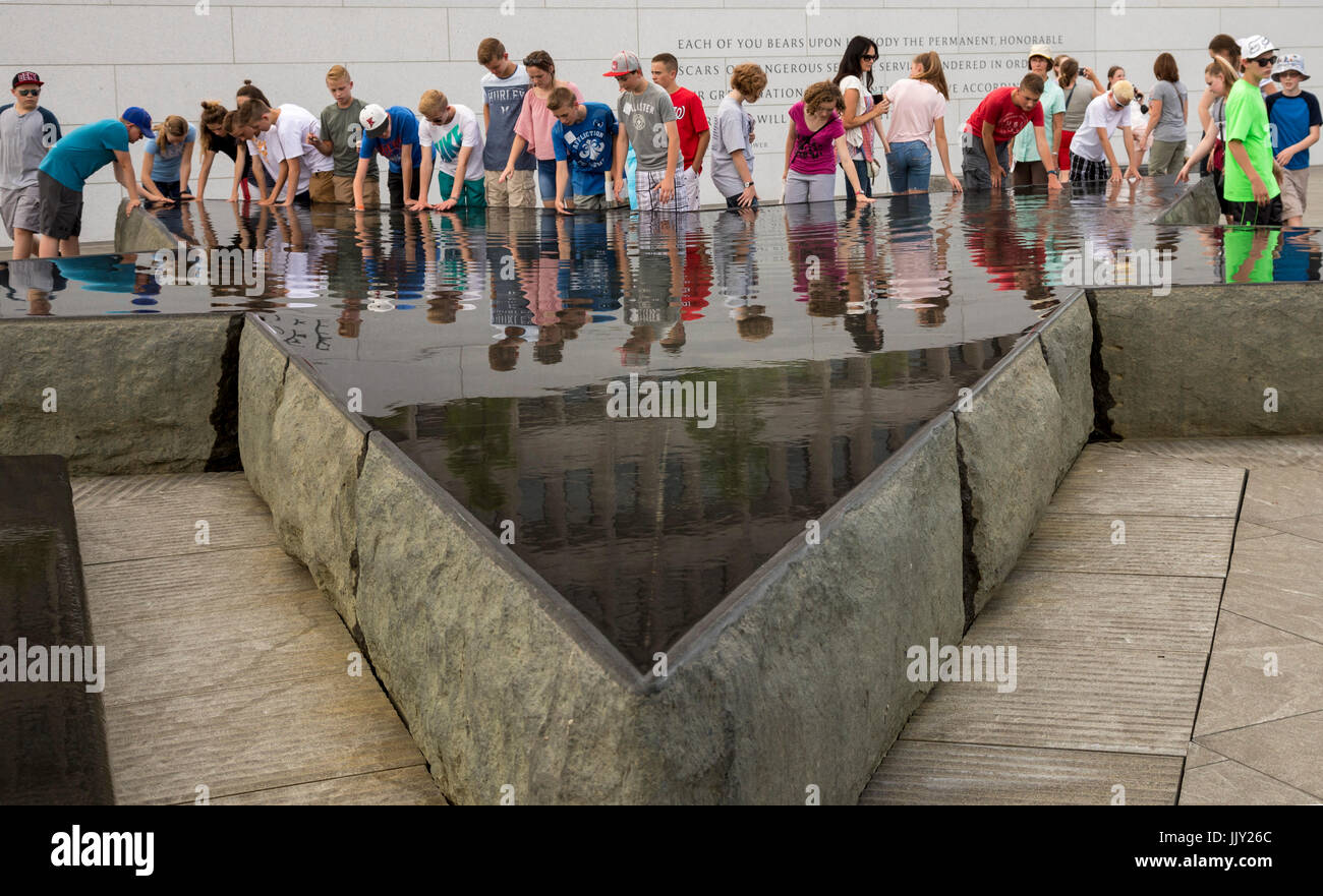 Washington, DC - Young people in a tour group examine a pool shaped like a star at the American Veterans Disabled - Stock Image