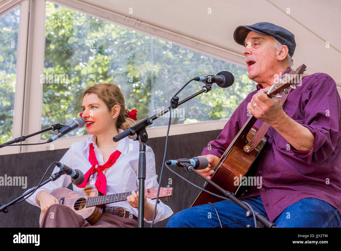 Jim Kweskin performing with Meredith Axelrod  at the 40th Annual Vancouver Folk Music Festival, Vancouver, British - Stock Image