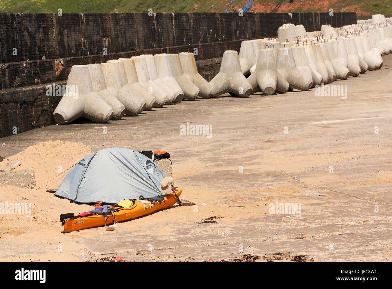 World stroller, sea kayak in the harbour of Helgoland, Weltenbummler, Seekajak im Hafen von Helgoland - Stock Image
