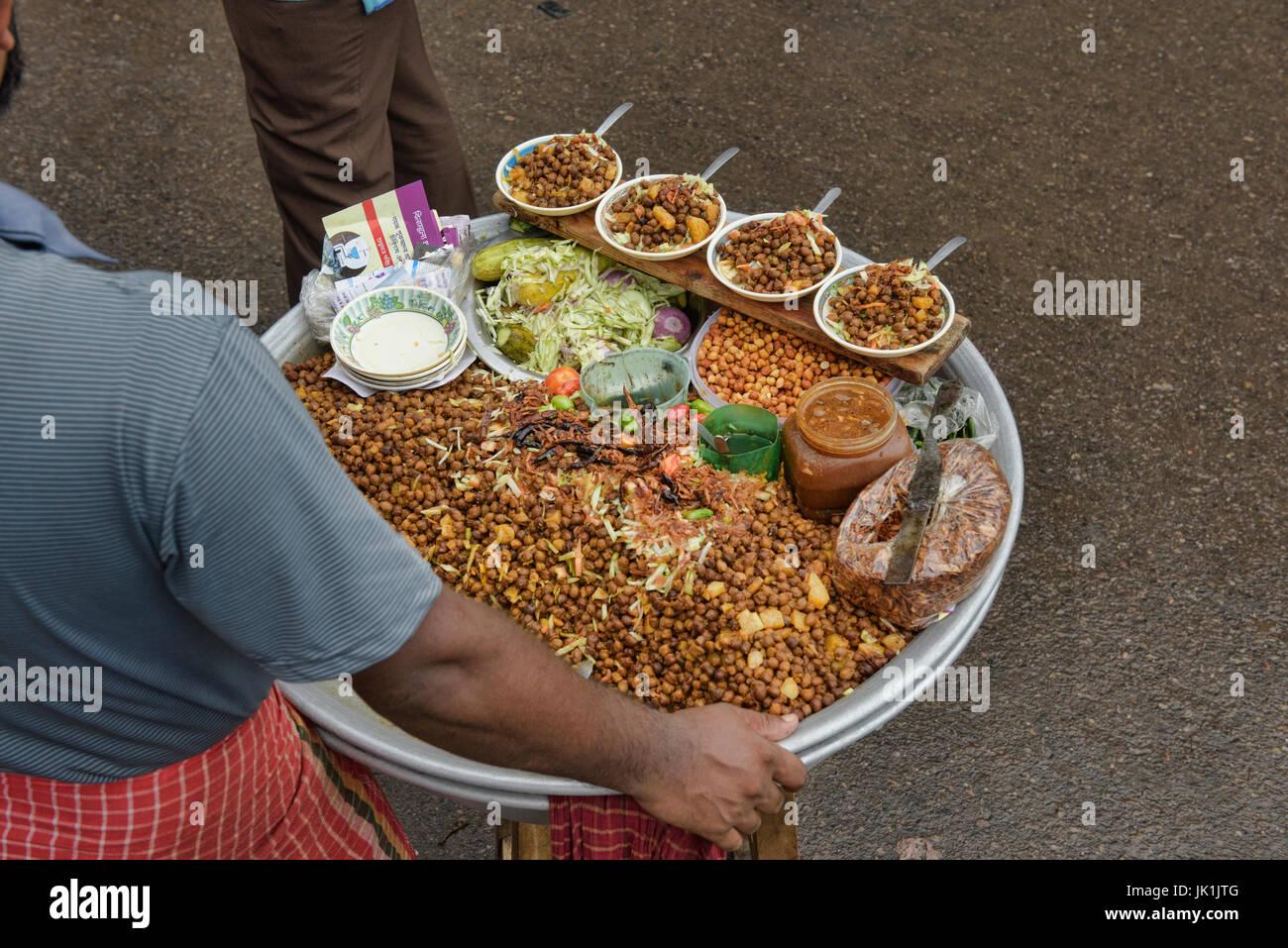 Chaat, a common Bangladeshi street snack, Dhaka, Bangladesh - Stock Image