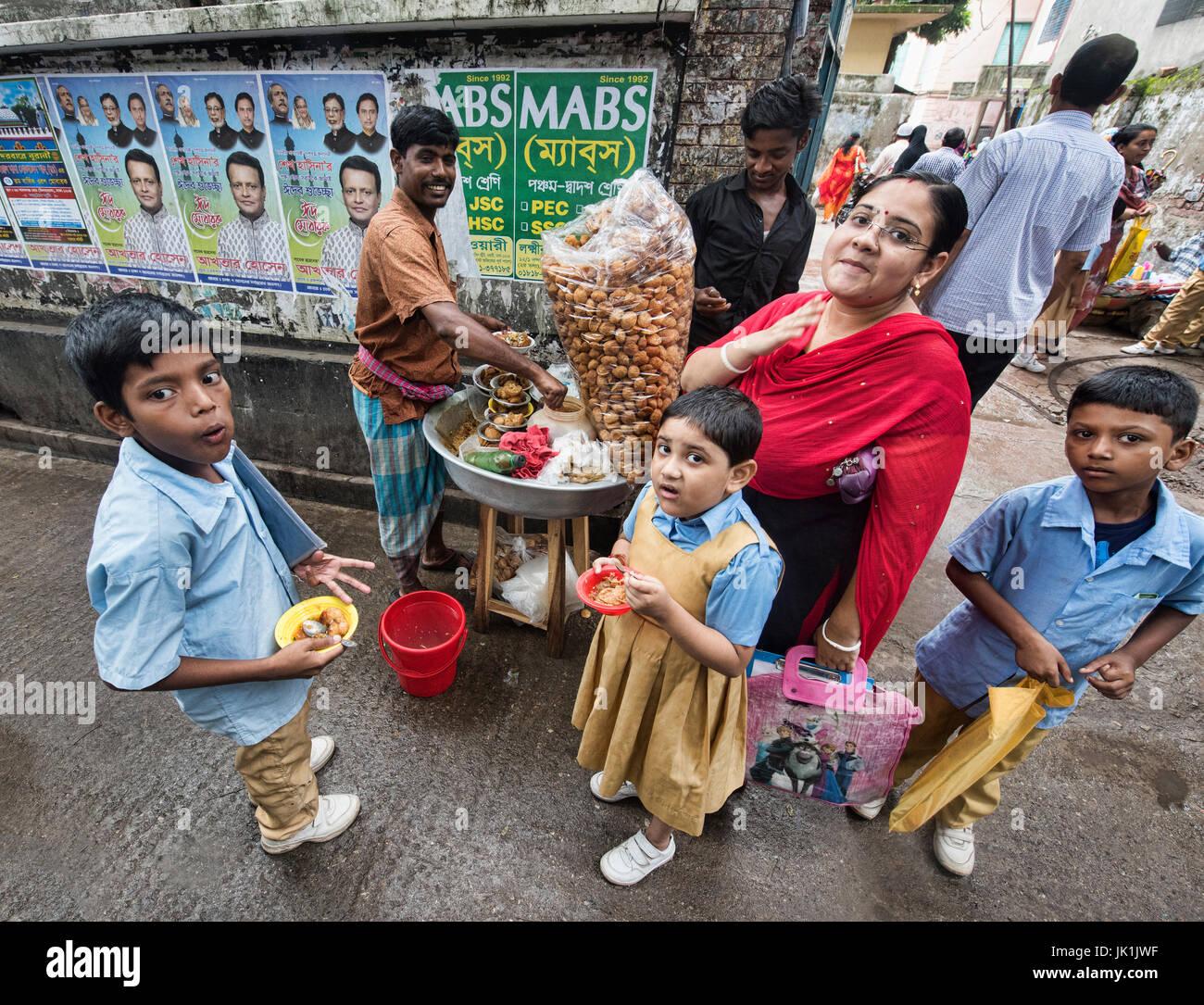 Enjoying phuchka (puchhka), a common Bangladeshi snack, Dhaka, Bangladesh - Stock Image