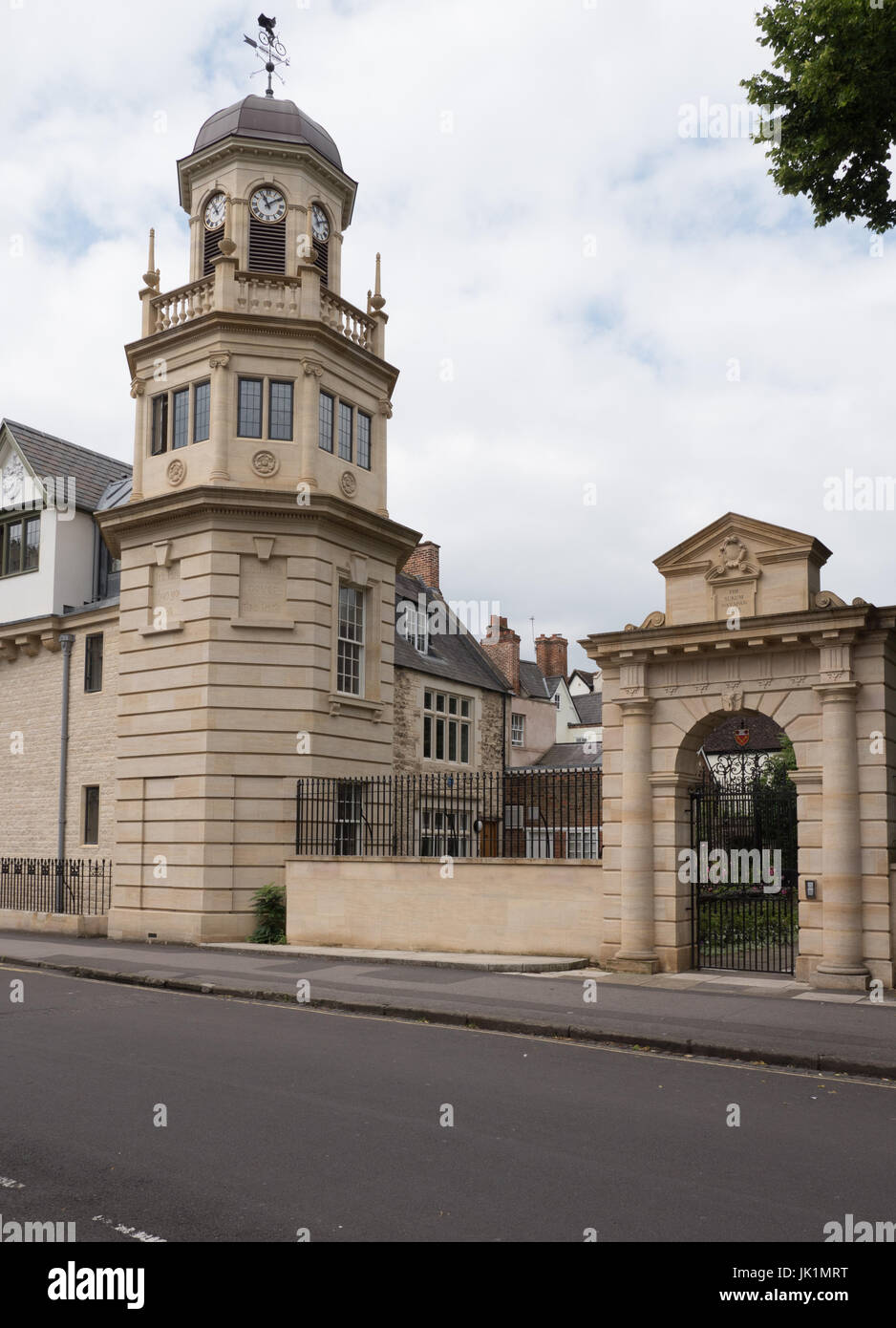 Manchester College and The Sukum Navpan Gate, Mansfield Road, Oxford, England, UK - Stock Image
