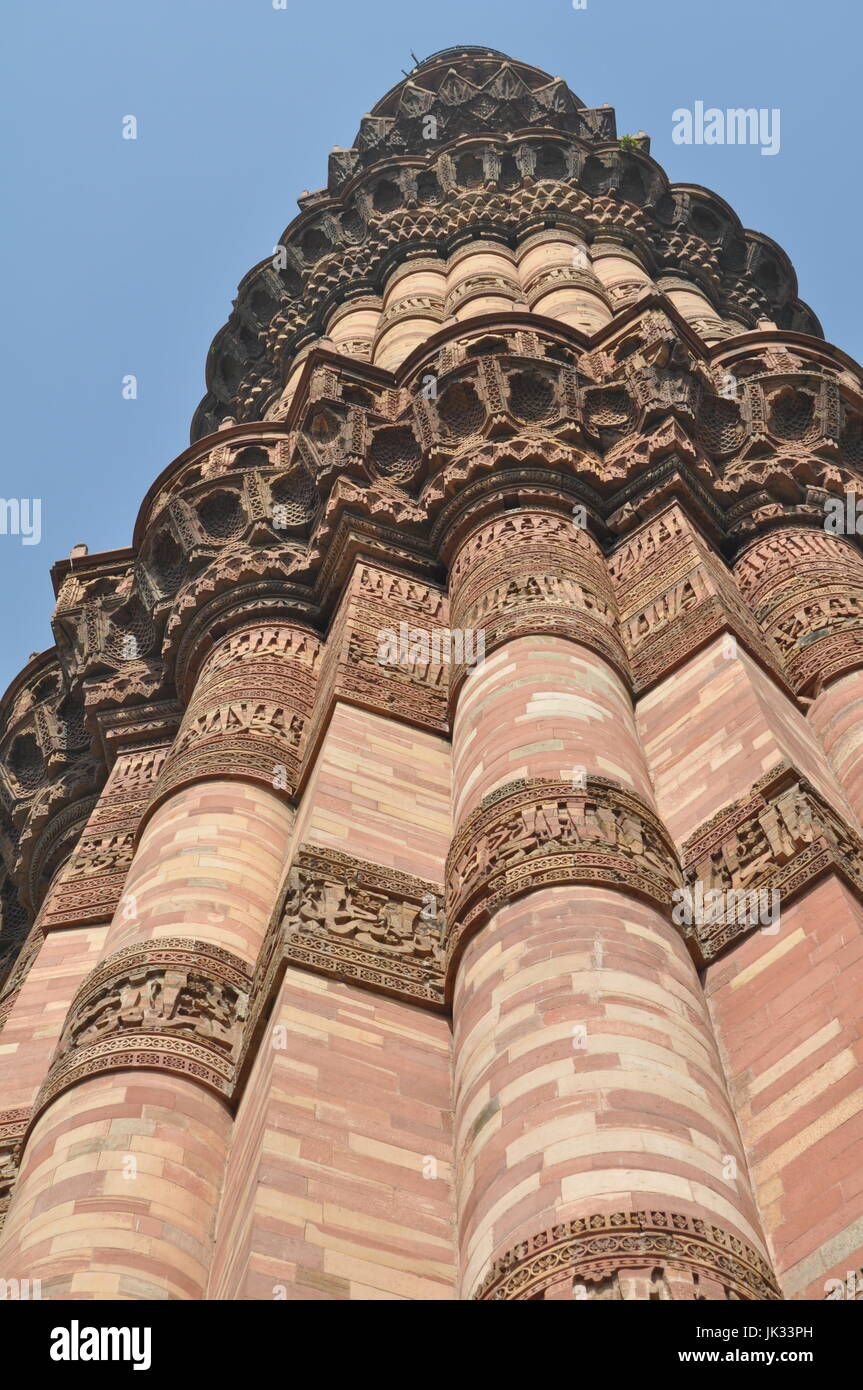 Intricate carvings on the exterior surface of Qutub Minar in Delhi, India - Stock Image