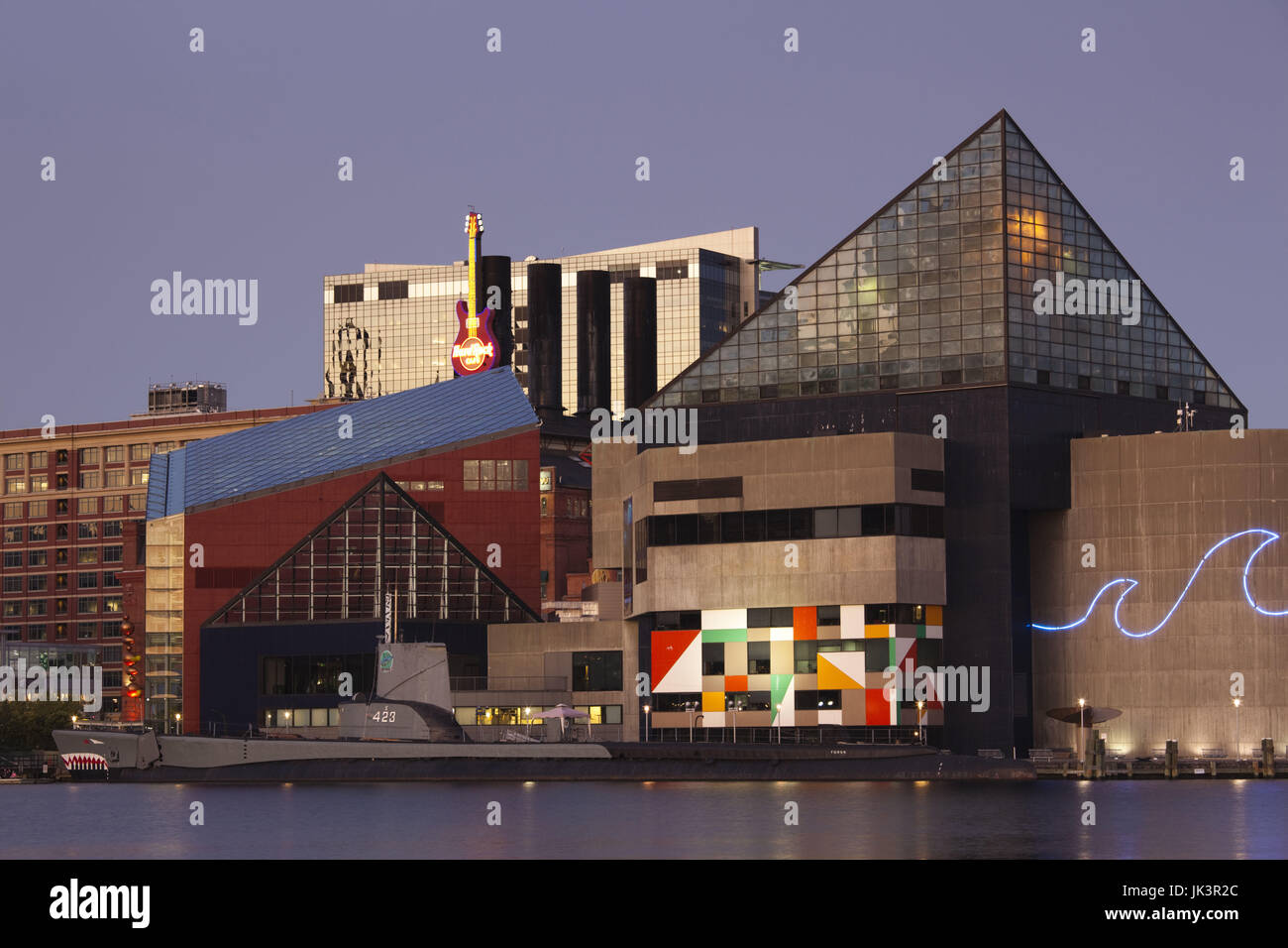 USA, Maryland, Baltimore, Inner Harbor, National Aquarium, dusk - Stock Image