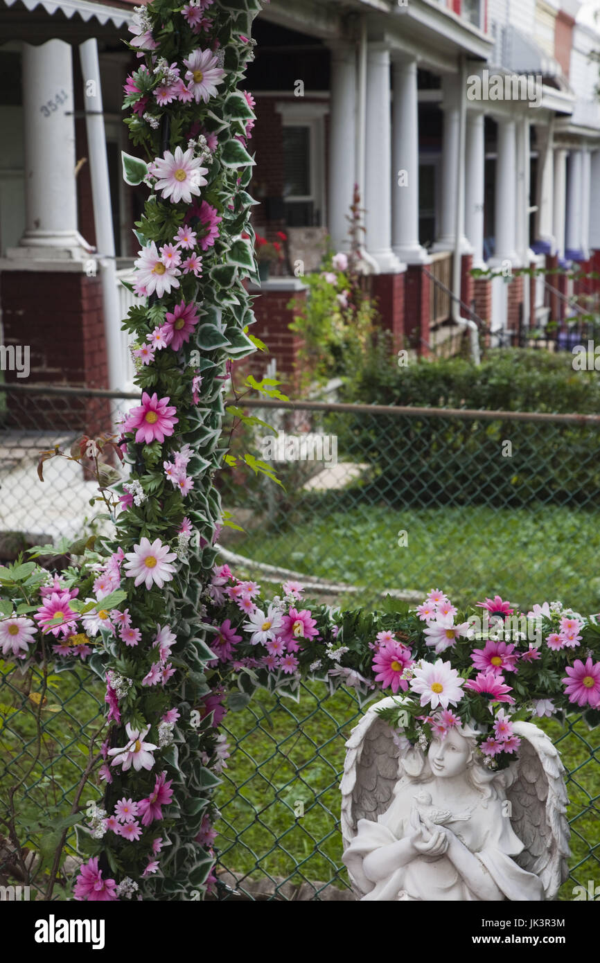 USA, Maryland, North Baltimore, Hampden, bohemian area honoring local Hon culture, front yard detail - Stock Image