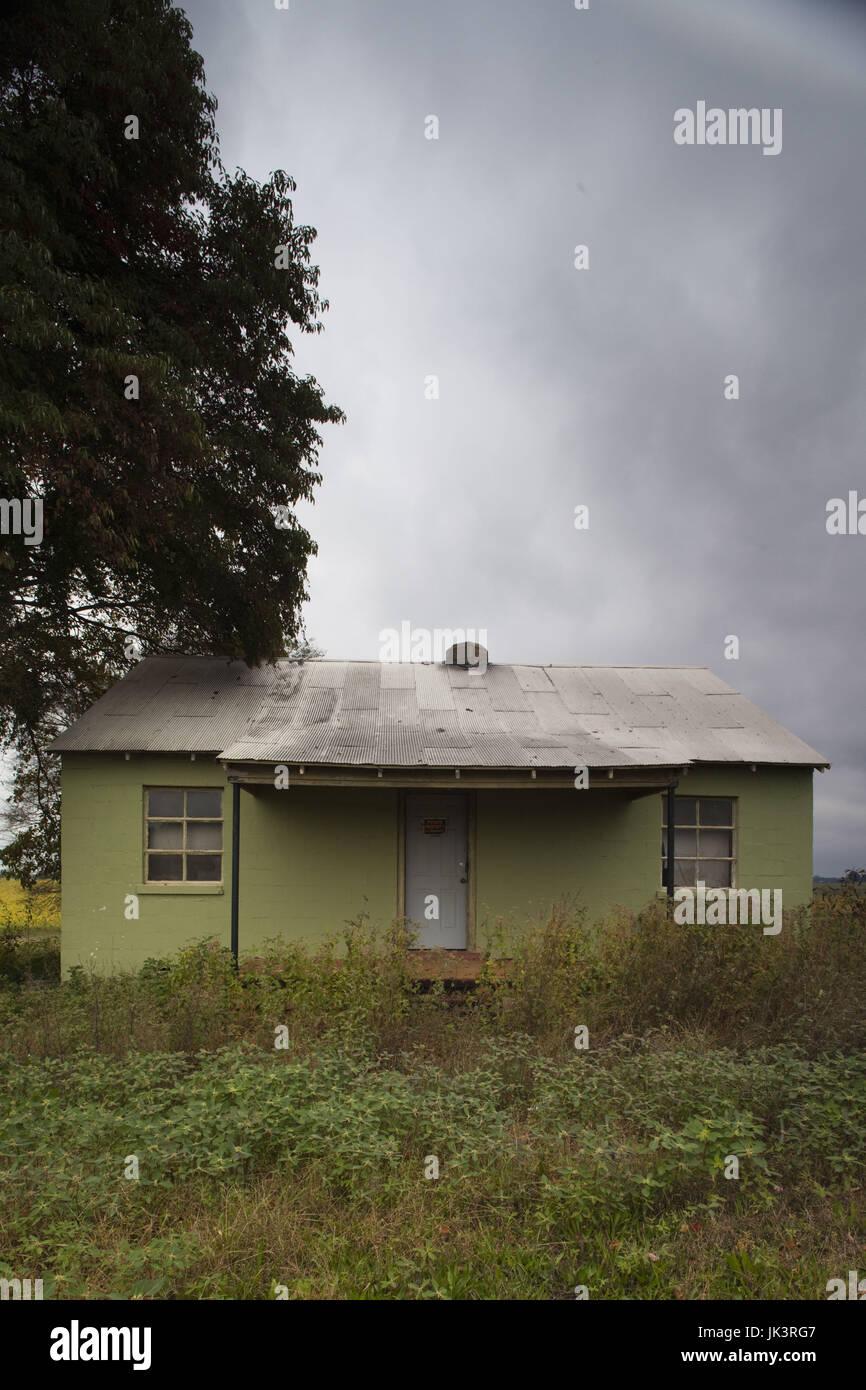 USA, Alabama, Decatur, small farmhouse - Stock Image