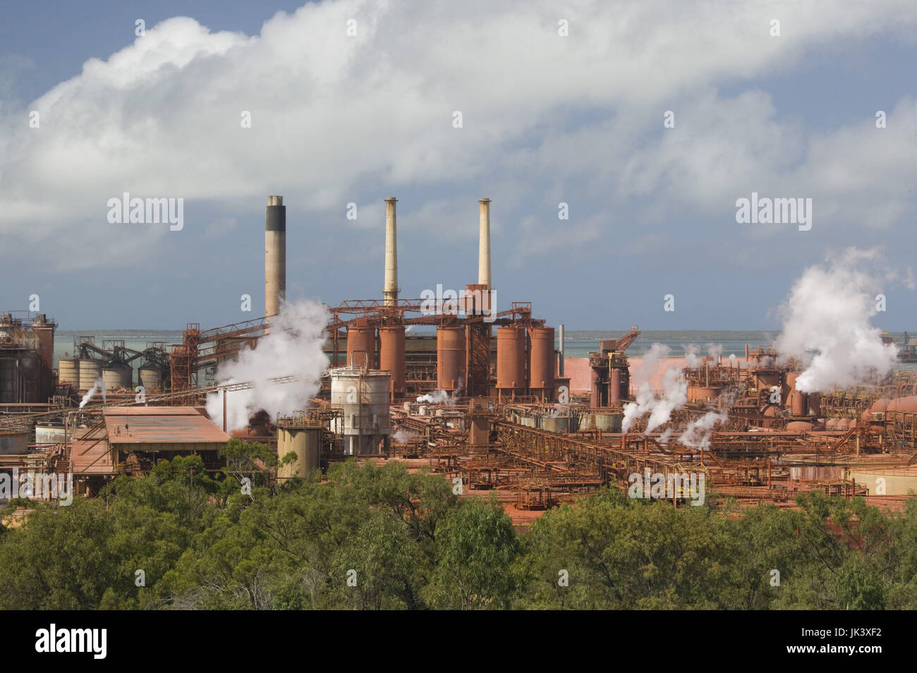 Australia, Queensland, Capricorn Coast, Gladstone, Queensland Alumina Limited, QAL, is the world's largest - Stock Image