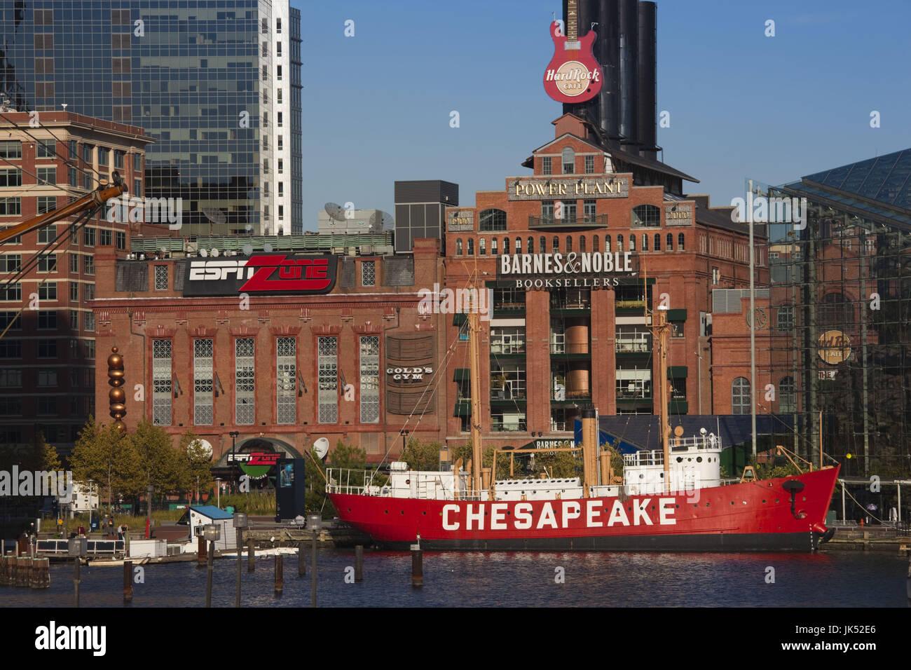 USA, Maryland, Baltimore, Inner Harbor, Powerplant Mall and Lightship Chesapeake - Stock Image