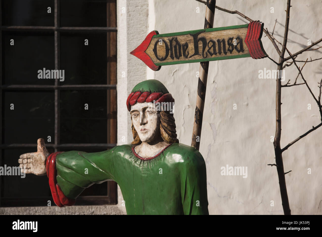 Estonia, Tallinn, Old Town, sign and statue to the Old Hansa restaurant - Stock Image