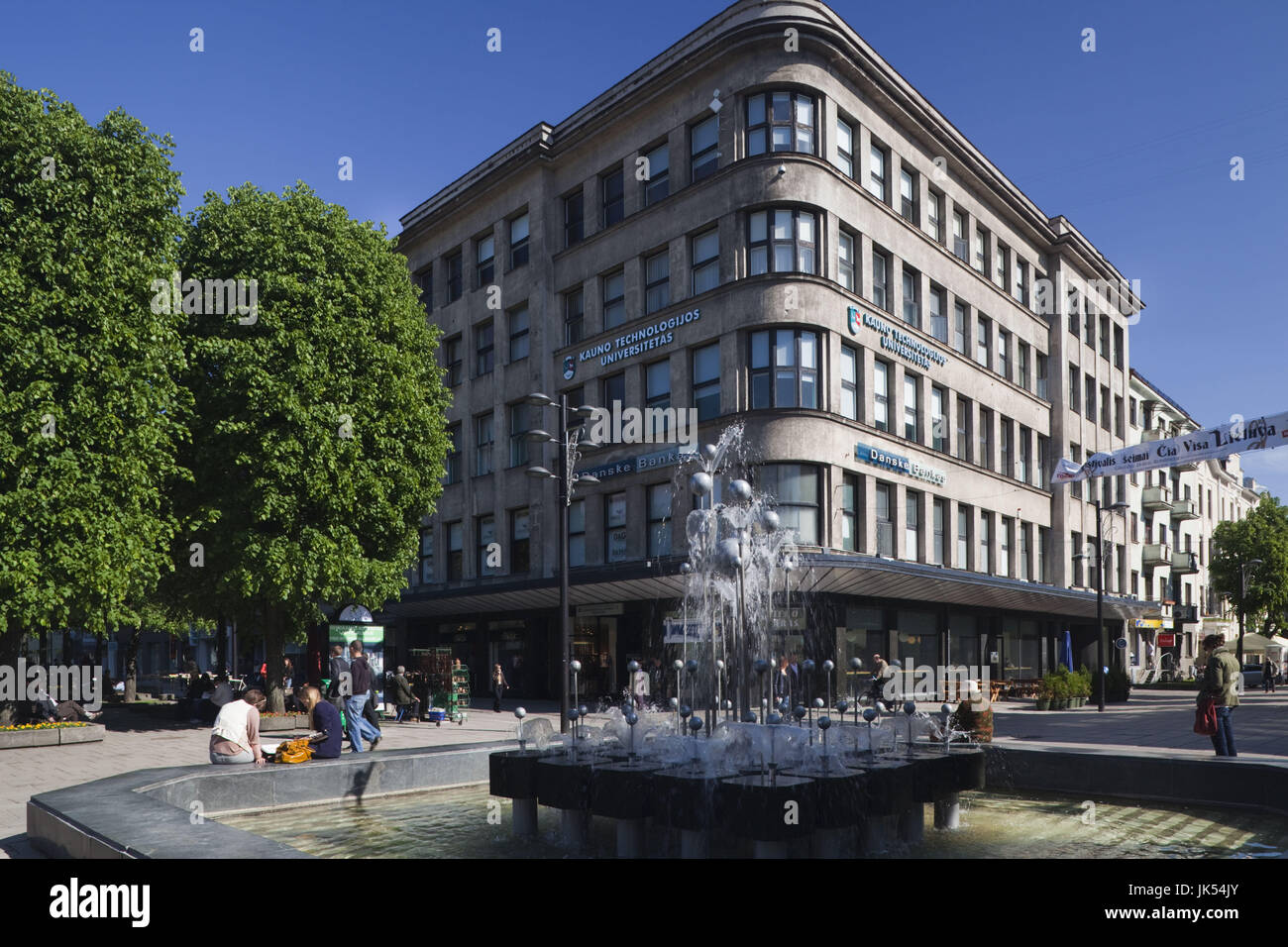 Lithuania, Central Lithuania, Kaunas, Laisves aleja street, fountain - Stock Image
