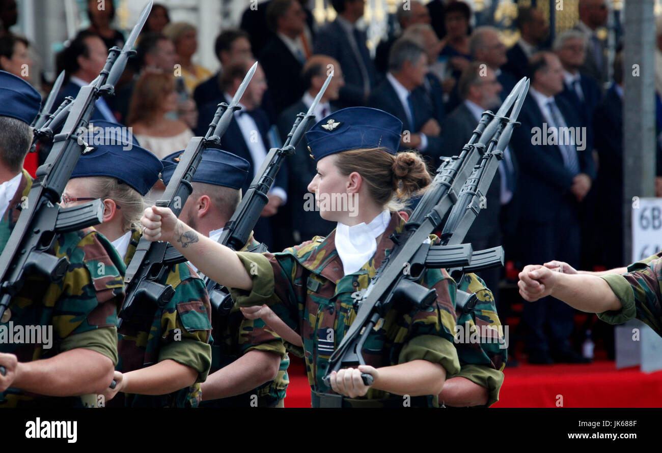 Brussels, Belgium. 21st July, 2017. Servicewomen of the Belgian army attend the traditional military parade to mark - Stock Image