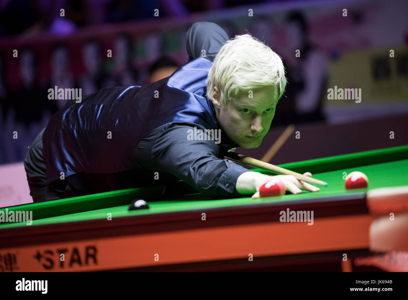 Hong Kong, Hong Kong. 22nd July 2017. Neil Robertson of Australia plays a shot during the semi-final match against - Stock Image
