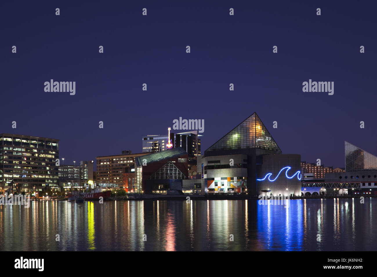 USA, Maryland, Baltimore, Inner Harbor, National Aquarium, evening - Stock Image