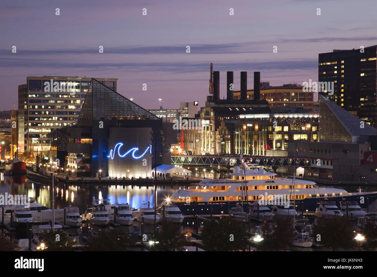 USA, Maryland, Baltimore, Inner Harbor, National Aquarium and Powerplant Mall, dawn - Stock Image