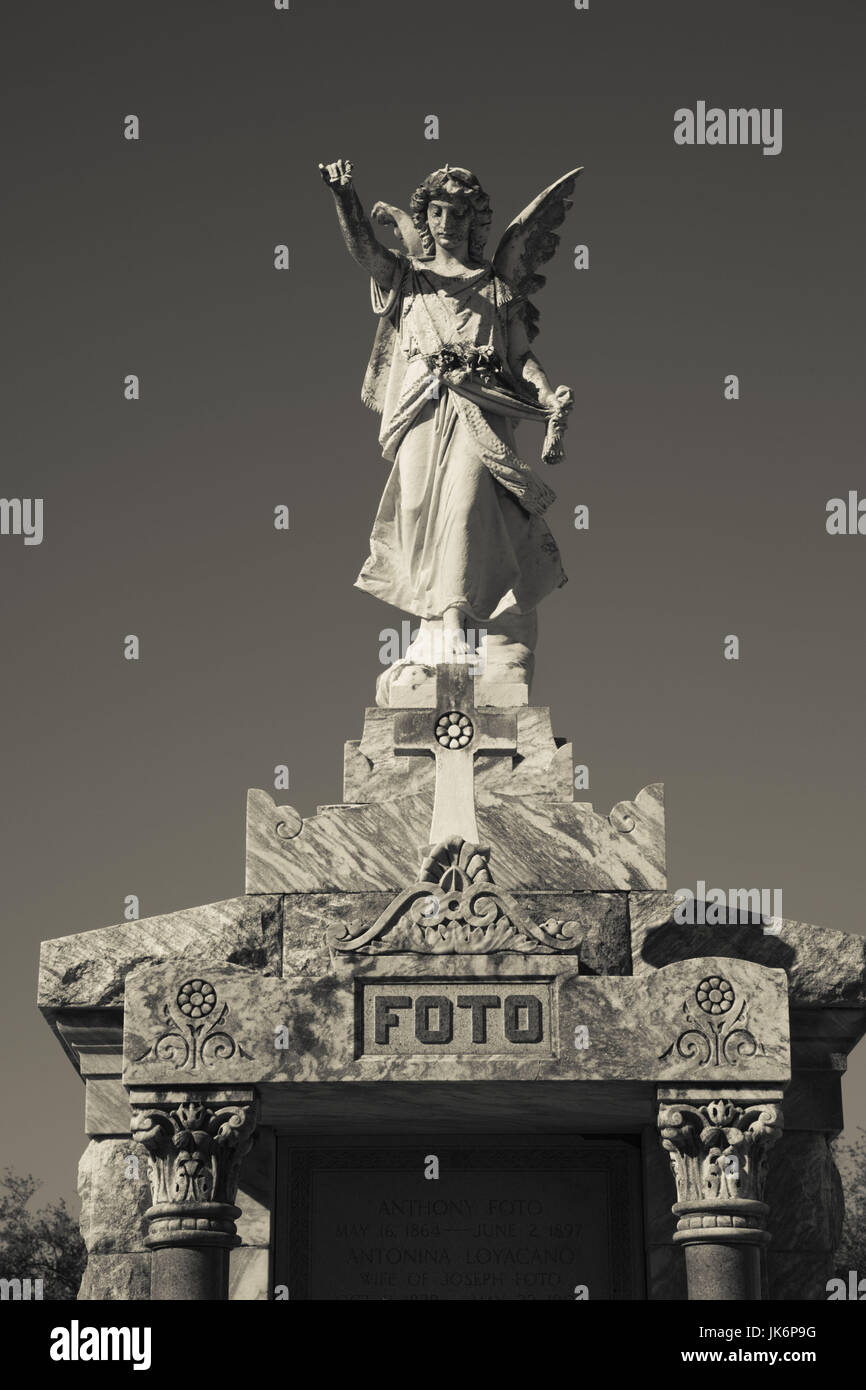 USA, Louisiana, New Orleans-area, Metarie, Metairie Cemetery, Foto family memorial - Stock Image