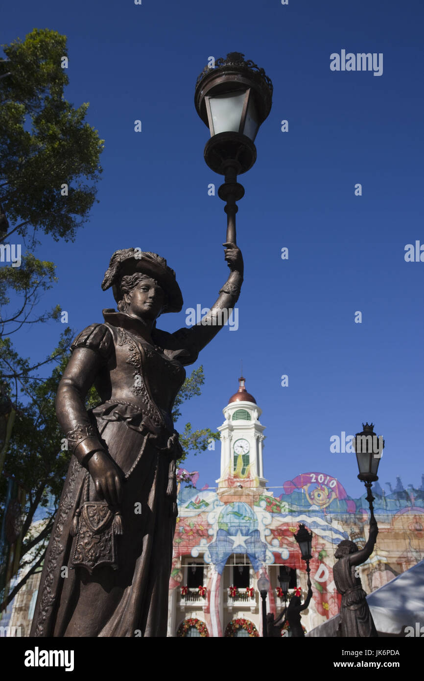 Puerto Rico, West Coast, Mayaguez, Plaza Colon, statue and Teatro Yaguez theater - Stock Image