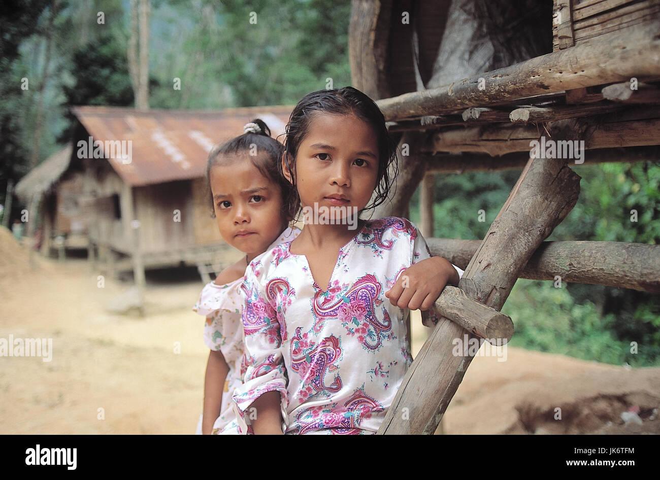 Malaysia, Cameron Highlands, Orang Asli, Pfahlbauten, Kinder  Asien, Bergland, Mädchen, zwei, einheimisch, - Stock Image