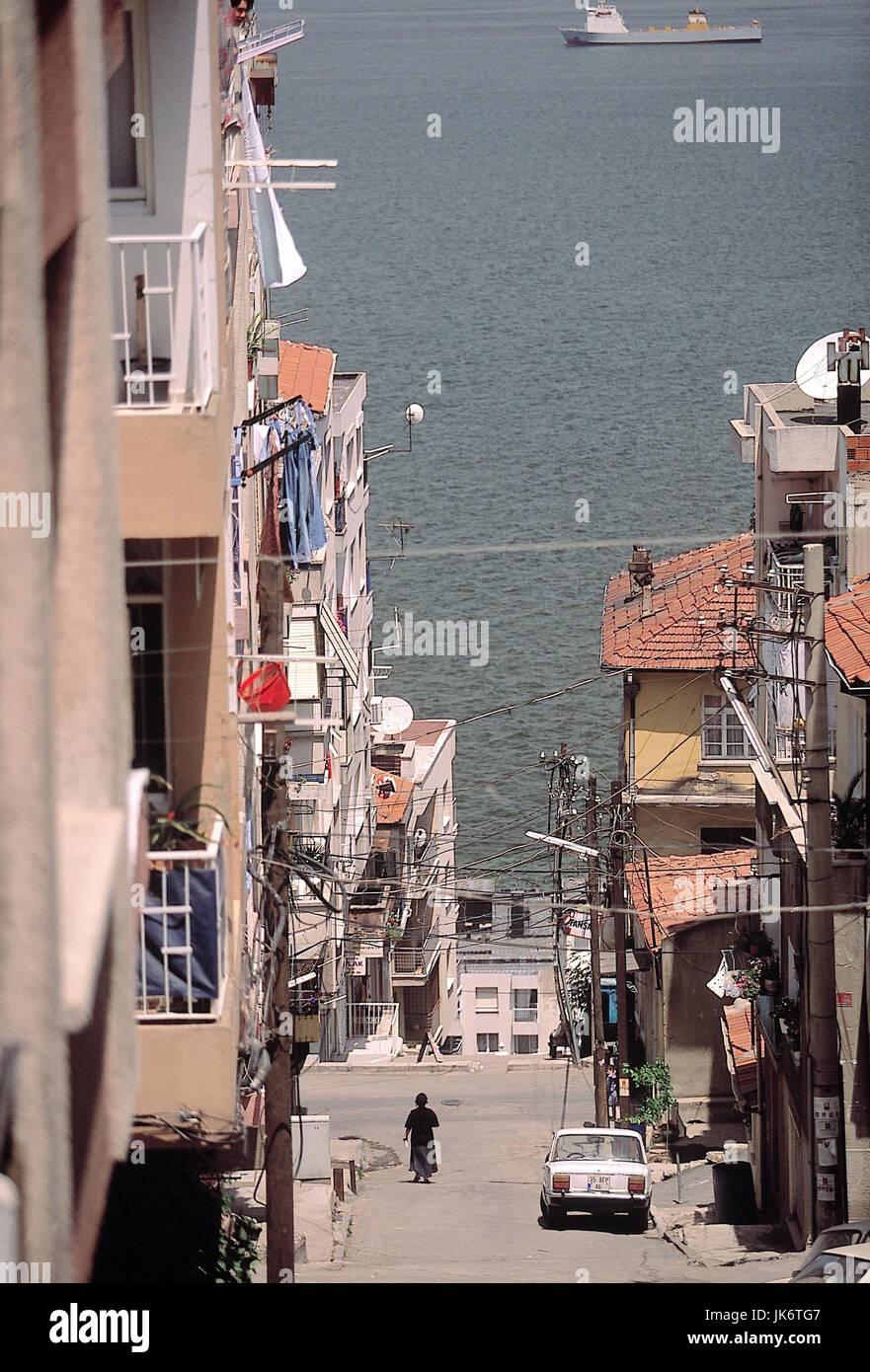 Türkei, Izmir, Jüdisches Viertel 'Asansör', Straße, abschüssig, Meer  Ägäisches - Stock Image