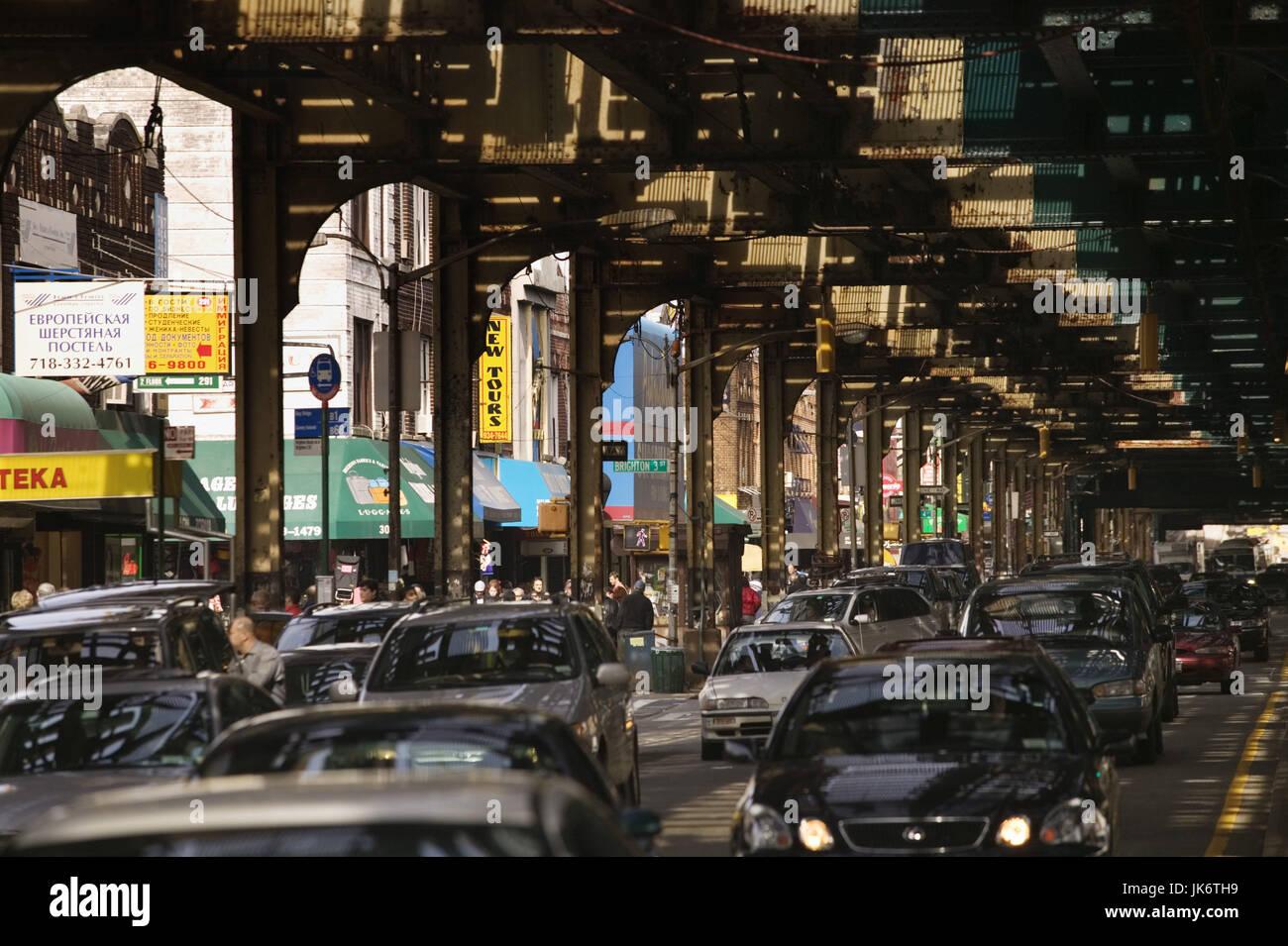 USA, New York City, Brooklyn, Brighton Beach Avenue, Straßenszene  Amerika, Nordamerika, Großstadt, Weltstadt, - Stock Image