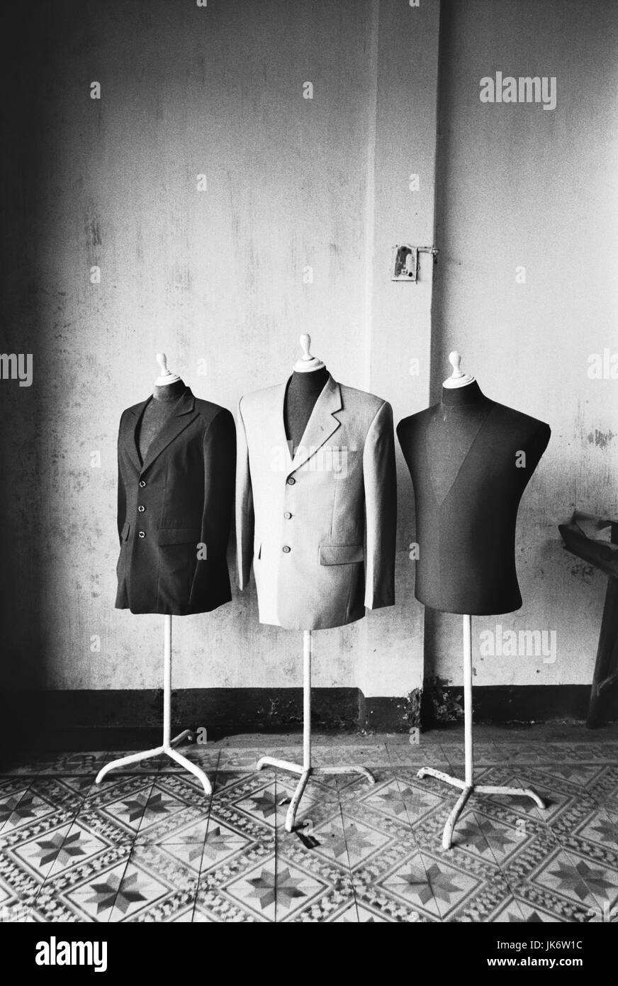 Vietnam, Hoi An, Boutique,  Kleiderpuppen, Jackets, s/w  innen, Südostasien, Hinterindien, Tongkingdelta, Stadt, - Stock Image