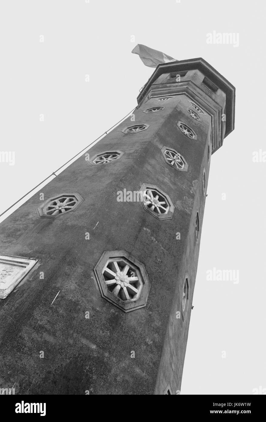 Vietnam, Hanoi, Turm, Fahne,  von unten, s/w  außen, Südostasien, Hinterindien, Tongkingdelta, Hauptstadt, - Stock Image
