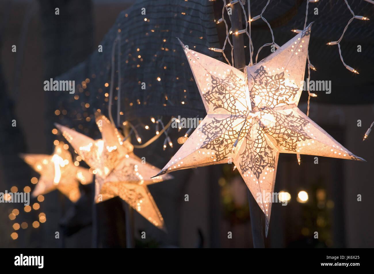 USA, New Mexico, Santa Fe, Canyon  Road, Weihnachtsdekoration,  Lichterkette, Sterne Nordamerika, Vereinigte Staaten - Stock Image