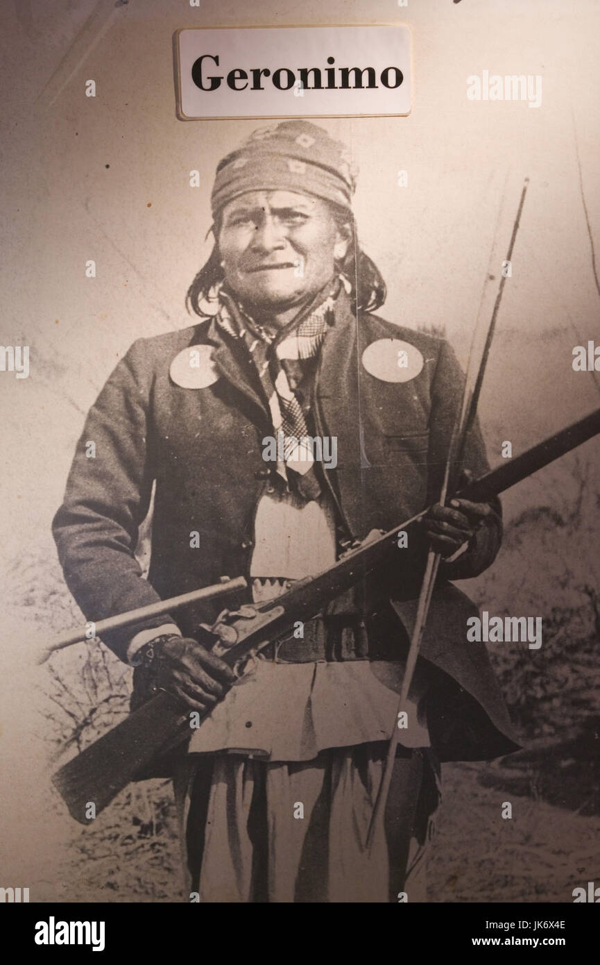 """USA, Arizona, Tombstone, Poster,  Indianer """"Geronimo"""", s/w sepia  Nordamerika, Vereinigte Staaten von Amerika, Südwest Stock Photo"""
