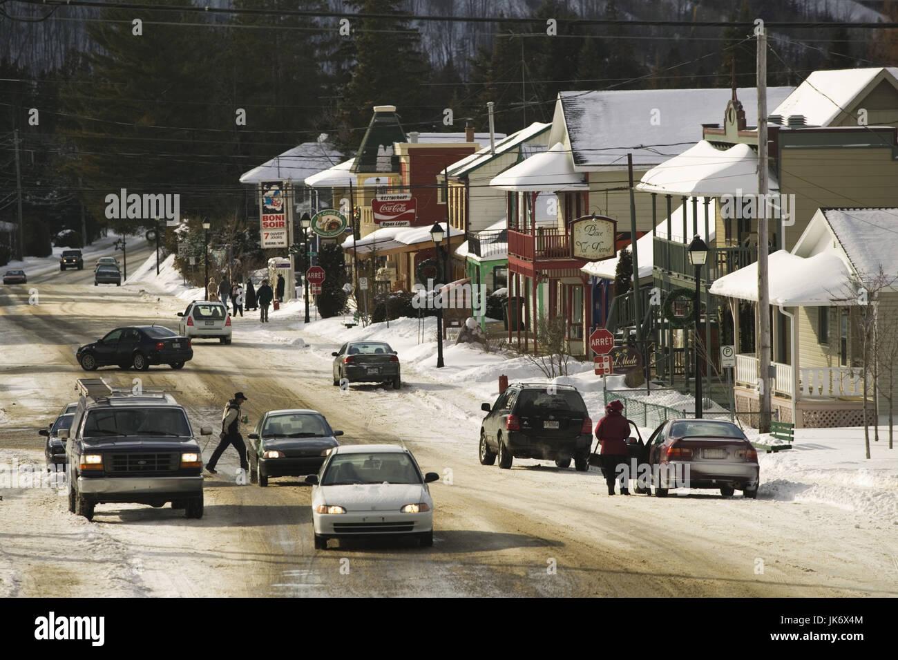 Kanada, Quebec, Laurentian Mountains, Val David, Straßenszene, Winter   Nordamerika, Canada, Laurentian Highlands, - Stock Image