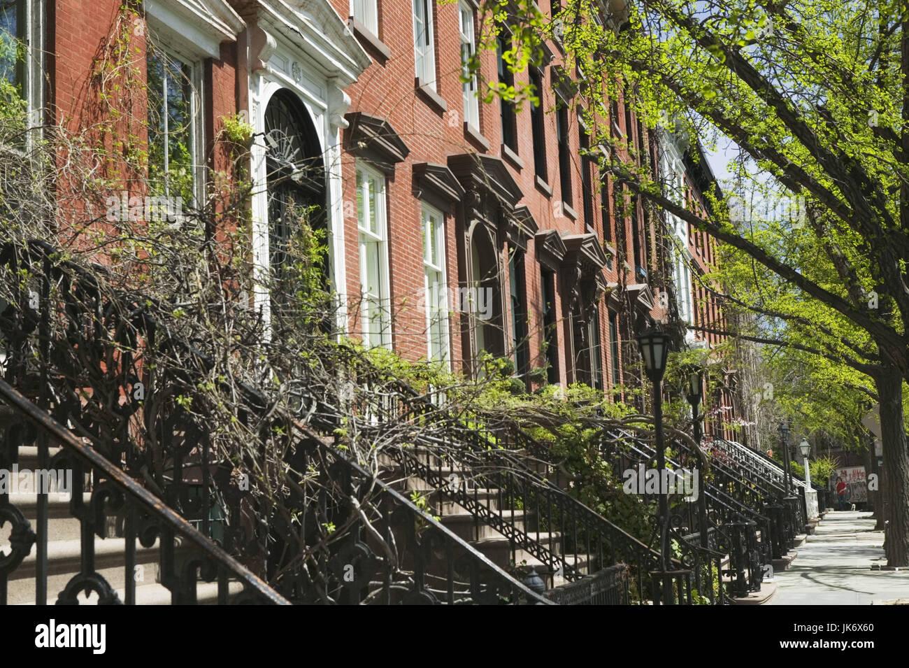 USA, New York City, Manhattan,  Greenwich Village, St. Luke's Place, Hausfassaden, Detail Amerika, Nordamerika, - Stock Image