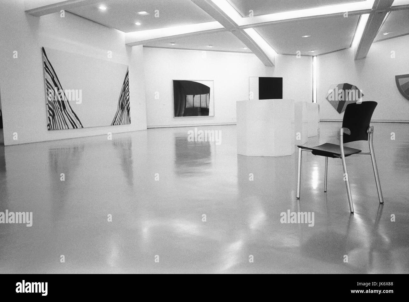 Frankreich, Provence, Cote dïAzur,  Nizza, Musee dïArt Moderne et dïArt  Contemporain, Galerie, s/w - Stock Image