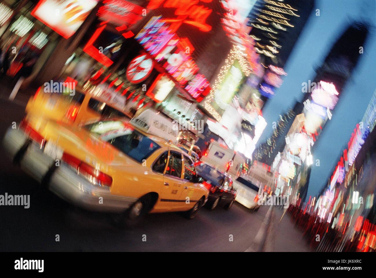 USA, New York City, Times Square,  Straßenszene, Unschärfe  Amerika, Großstadt, Weltstadt, Verkehr, - Stock Image