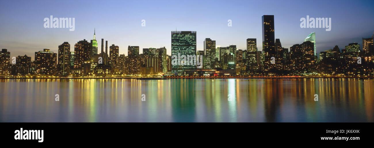 USA, New York City, Manhattan, Skyline, Abendstimmung  Amerika, Nordamerika, Stadtansicht, Weltstadt, Großstadt, - Stock Image