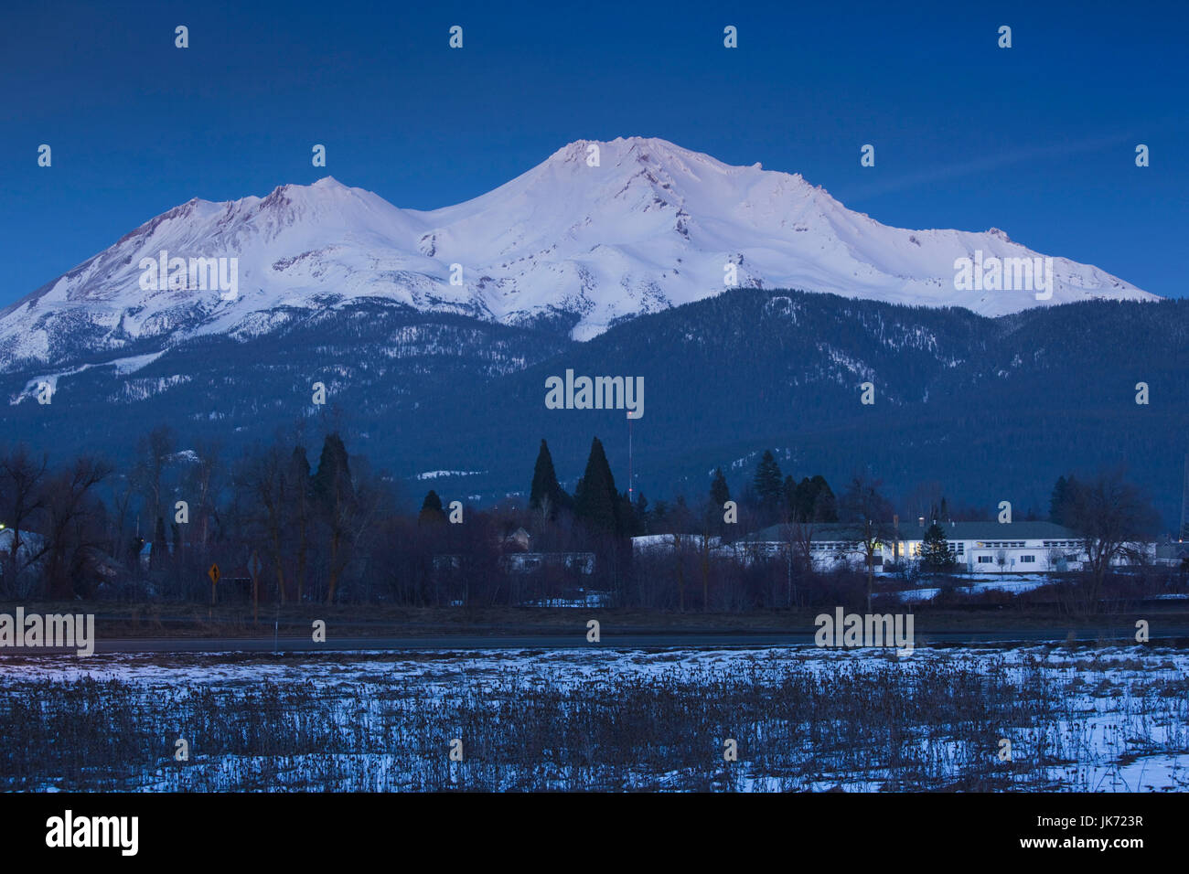 USA, California, Northern California, Northern Mountains, Mount Shasta, view of Mt. Shasta, elevation 14,162 feet, - Stock Image