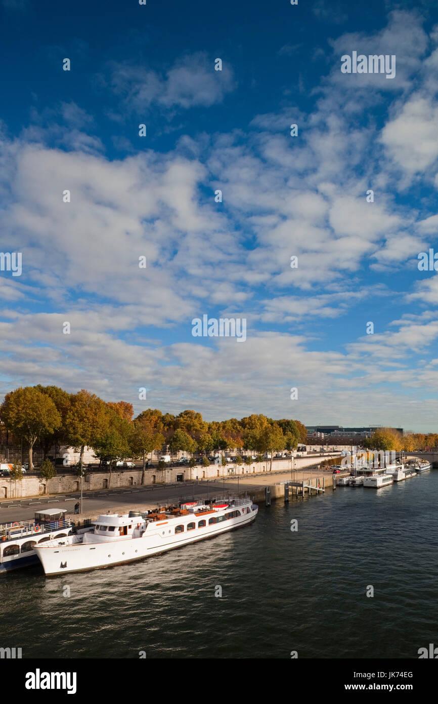 France, Paris, Seine River and the Quai de Bercy - Stock Image