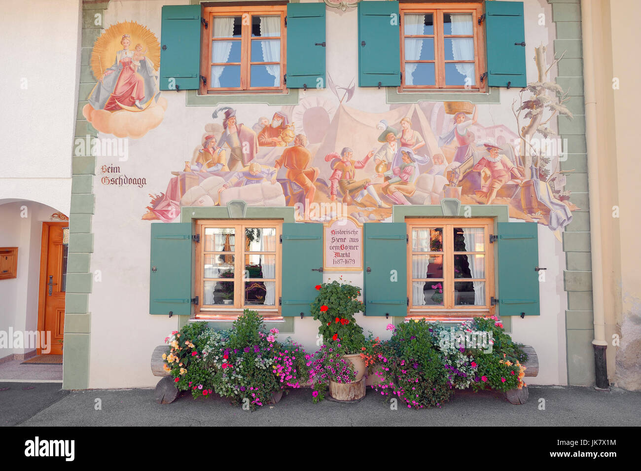House with paintings, Mittenwald, Werdenfelser Land, Bavaria, Germany | Haus mit Lueftlmalerei, Mittenwald, Werdenfelser - Stock Image