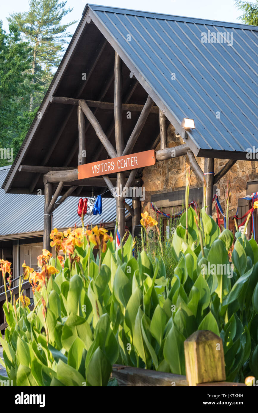 Visitor Center at beautiful Vogel State Park in the Blue Ridge Mountains of Northeast Georgia. (USA) - Stock Image