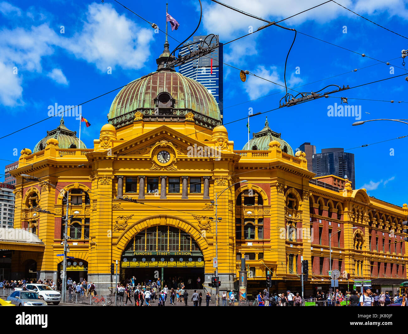 Flinders Street railway station - Railway station in the corner of Flinders and Swanston Streets serves the city's - Stock Image