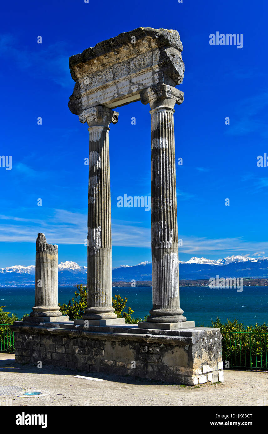 Roman Corinthian column from Noviodunum, Nyon, Vaud, Switzerland Stock Photo