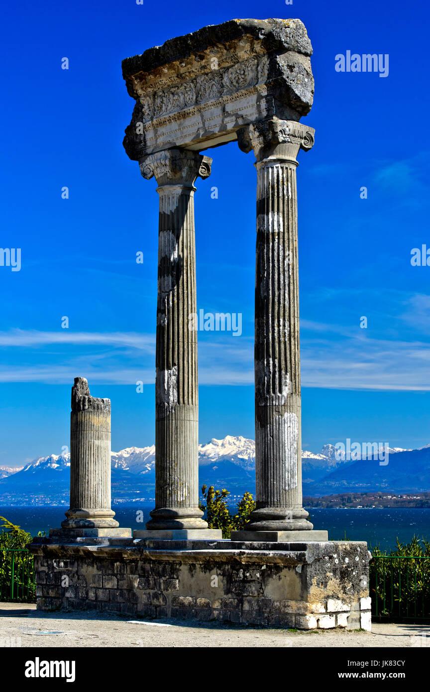 Roman Corinthian column from Noviodunum, Nyon, Vaud, Switzerland - Stock Image