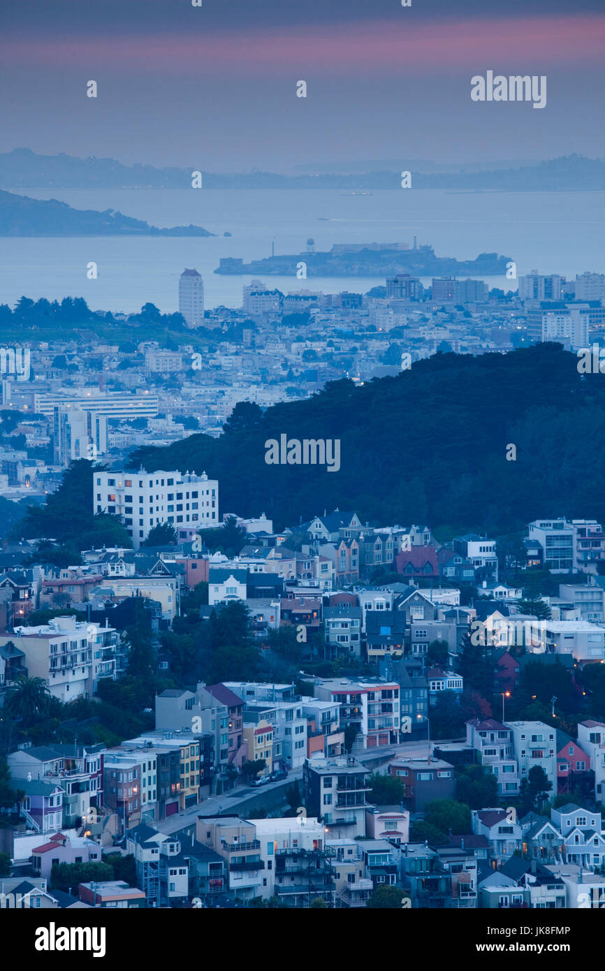 USA, California, San Francisco, Twin Peaks, elevated city view and Alcatraz Island, dawn - Stock Image