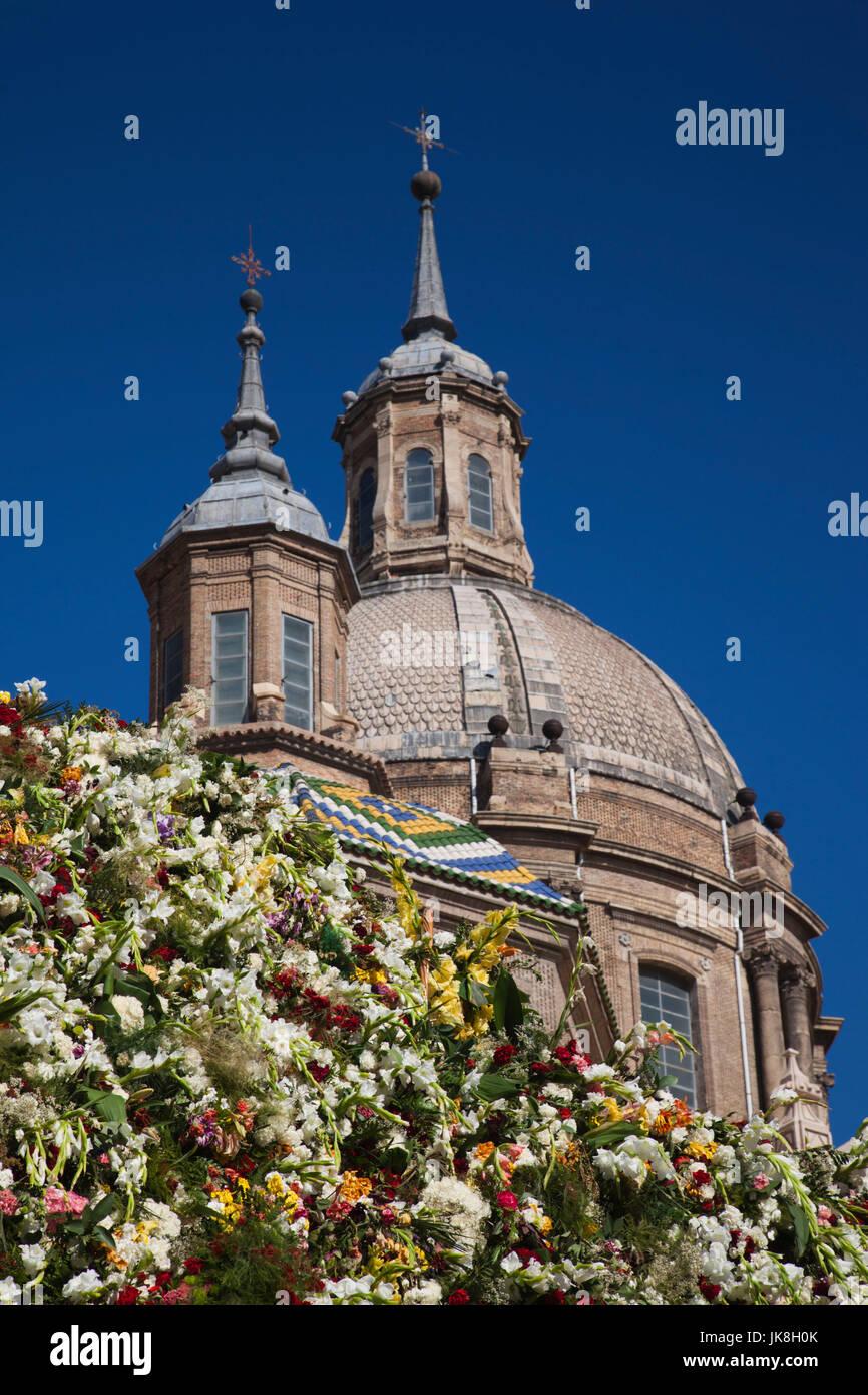 Spain, Aragon Region, Zaragoza Province, Zaragoza, Plaza del Pilar, Fiesta del Pilar offering mound - Stock Image