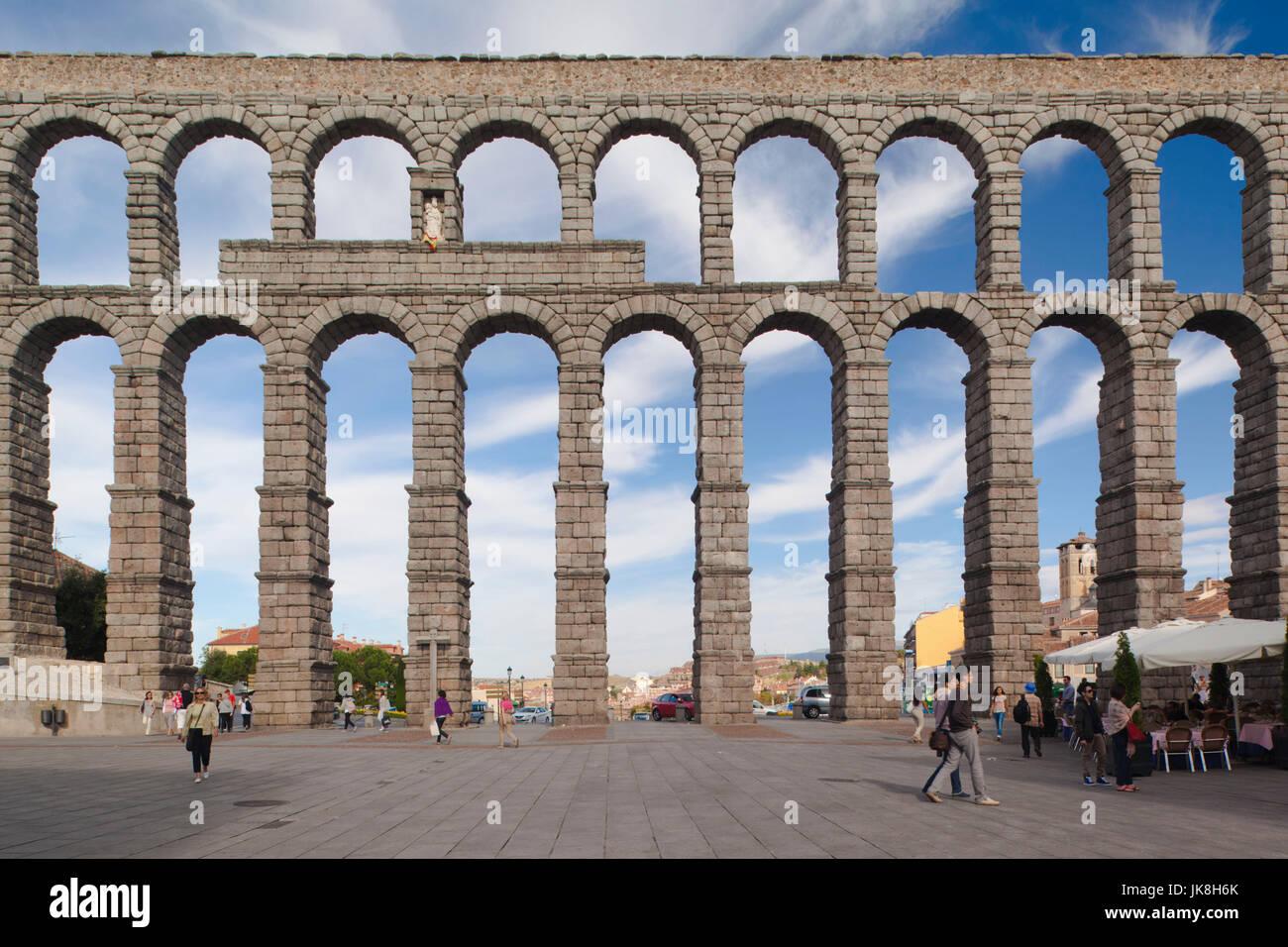 Spain, Castilla y Leon Region, Segovia Province, Segovia, El Acueducto, Roman aqueduct - Stock Image