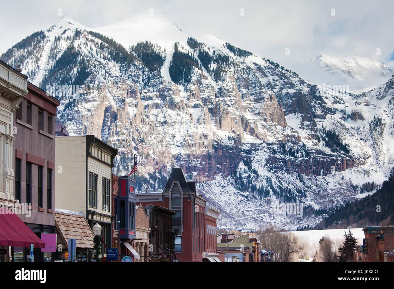 USA, Colorado, Telluride, Main Street and Ajax Peak, winter - Stock Image